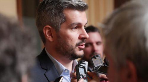 Peña designó a legisladores como voceros de campaña para no exponer a Macri