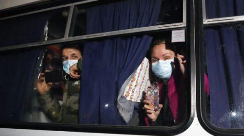 Coronavirus: apedrearon el colectivo que trasladaba a los argentinos en Ucrania
