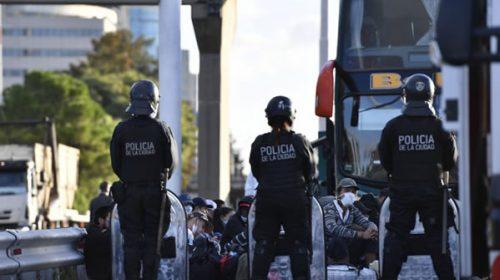 Morales habría mentido en la declaración jurada para mandar extranjeros a Buenos Aires