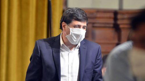 Daniel Arroyo es el primer ministro en dar positivo de coronavirus